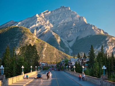 Spectacular West Train to the Canadian Rockies | Rocky Mountaineer